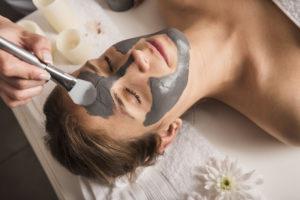Mineralmaske für Akne haut
